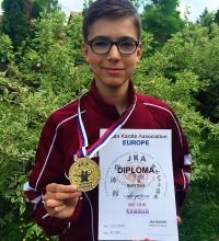 Korosztályos Európa-bajnokság, egyéni kata (formagyakorlat) 1. hely